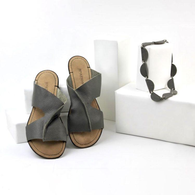Sandalo Fascia grigio + collana spicchio girocollo