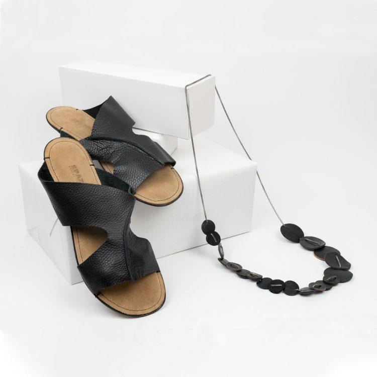 Sandalo Fascia nero + collana